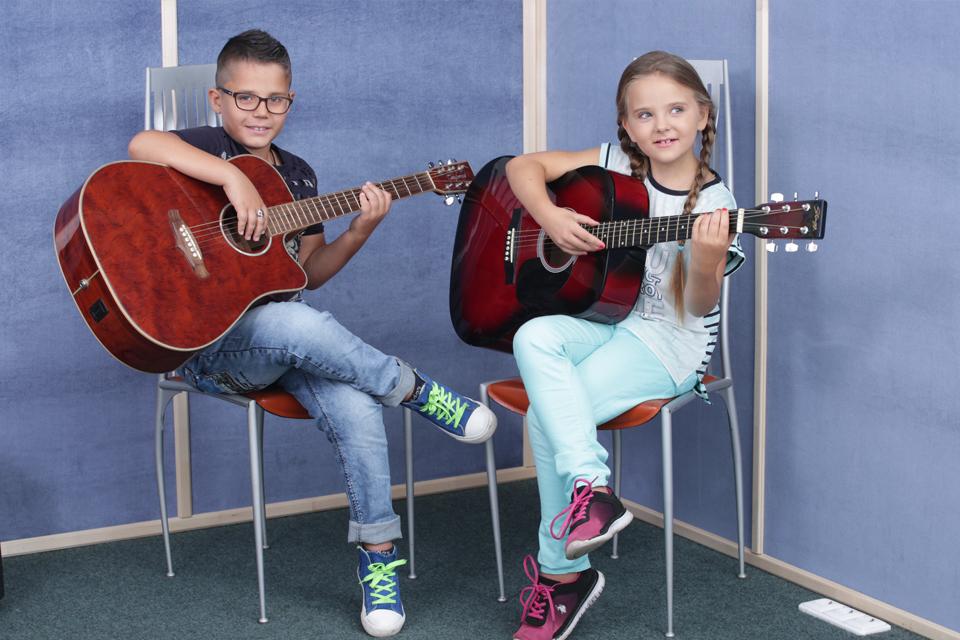 преподавателя гитары - лучшая музыкальная школа Киева